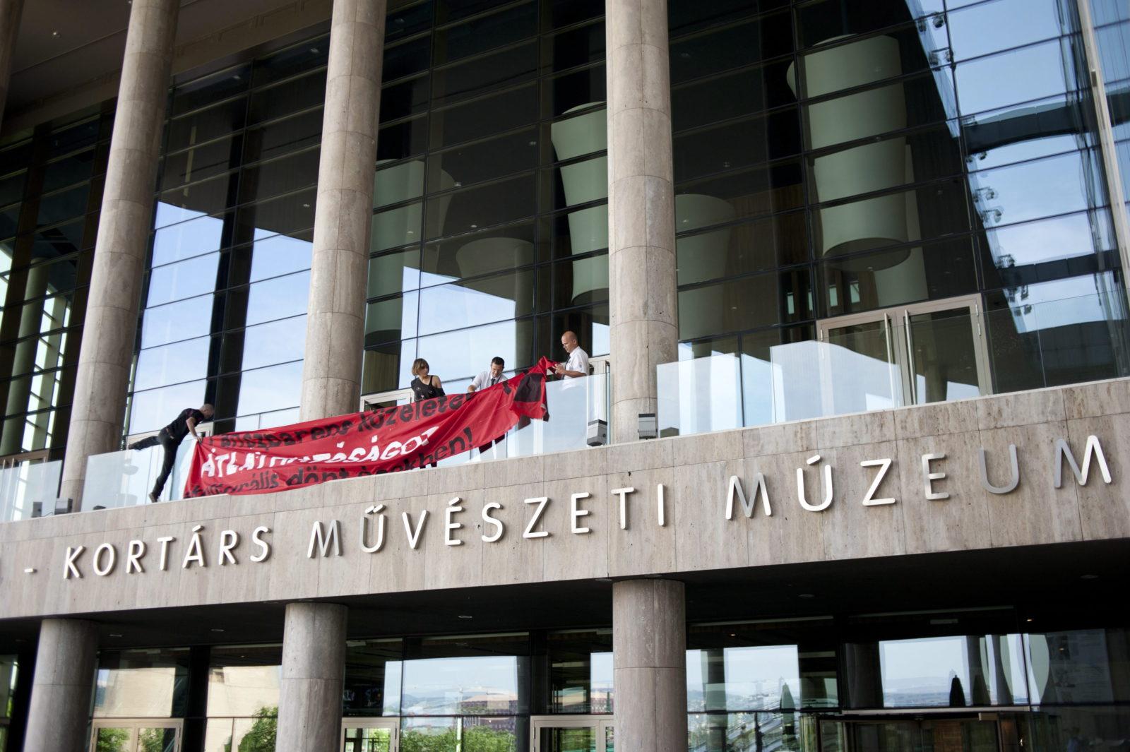 Múzeumfoglalás a budapesti Ludwigban