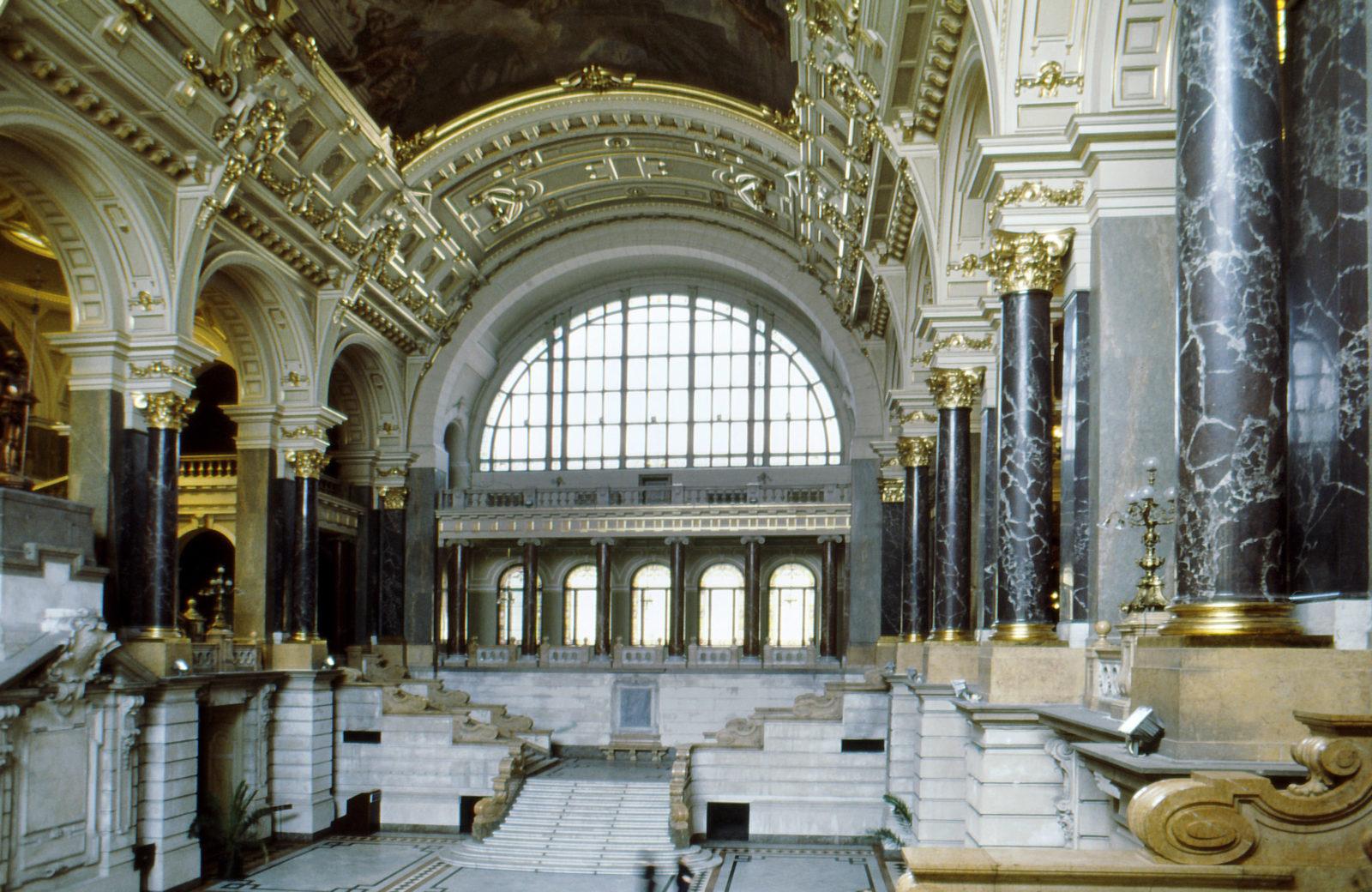 Hazai műkritikusok ellenzik a múzeumi törvény módosítását