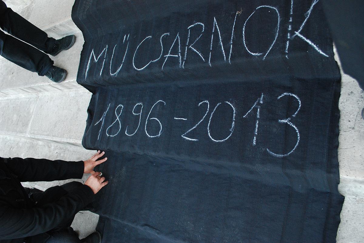 Művészek demonstrációja a Műcsarnoknál