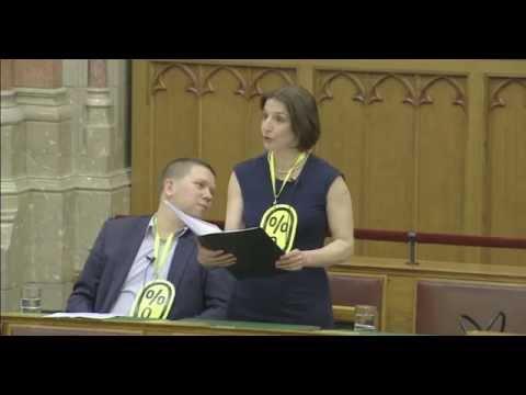 És akkor egy művész meghekkelte a parlamentet