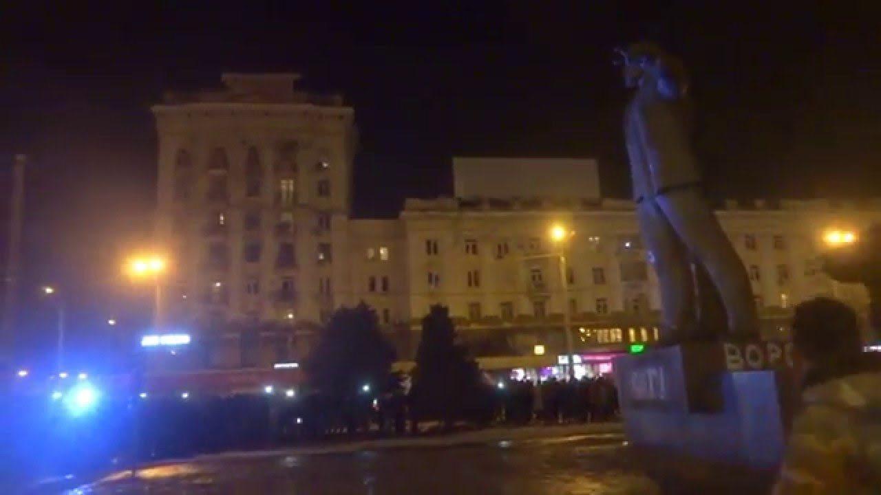 Ukrajna: ledöntötték egy kommunista vezér szobrát, de miért csak most?