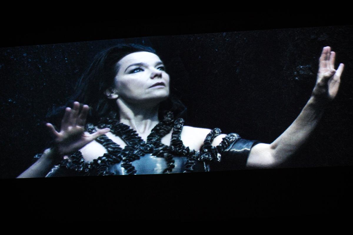 Erdők, felhők, Björk és a nagy metafora Moszkvában