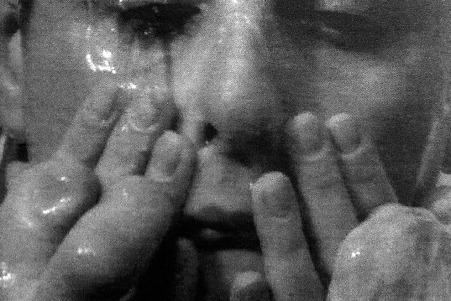 Meztelen fogócska a gázkamrában, avagy a múltfeldolgozás konfrontatív formája