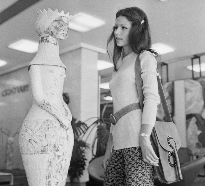 Váci utca, Csontváry Galéria, 1973. Forrás: Fortepan