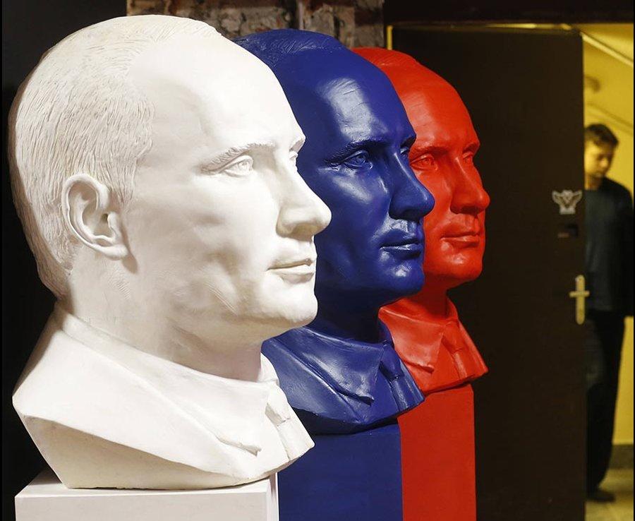 Putyin mennybe megy: kiállítás a szuperelnöknek