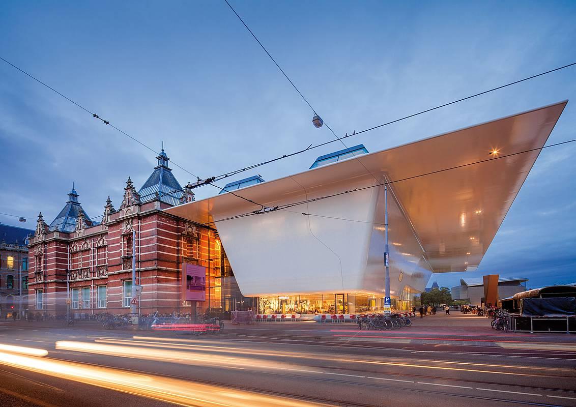 Megalapozatlanok voltak a vádak a Stedelijk Museum lemondott igazgatójával szemben
