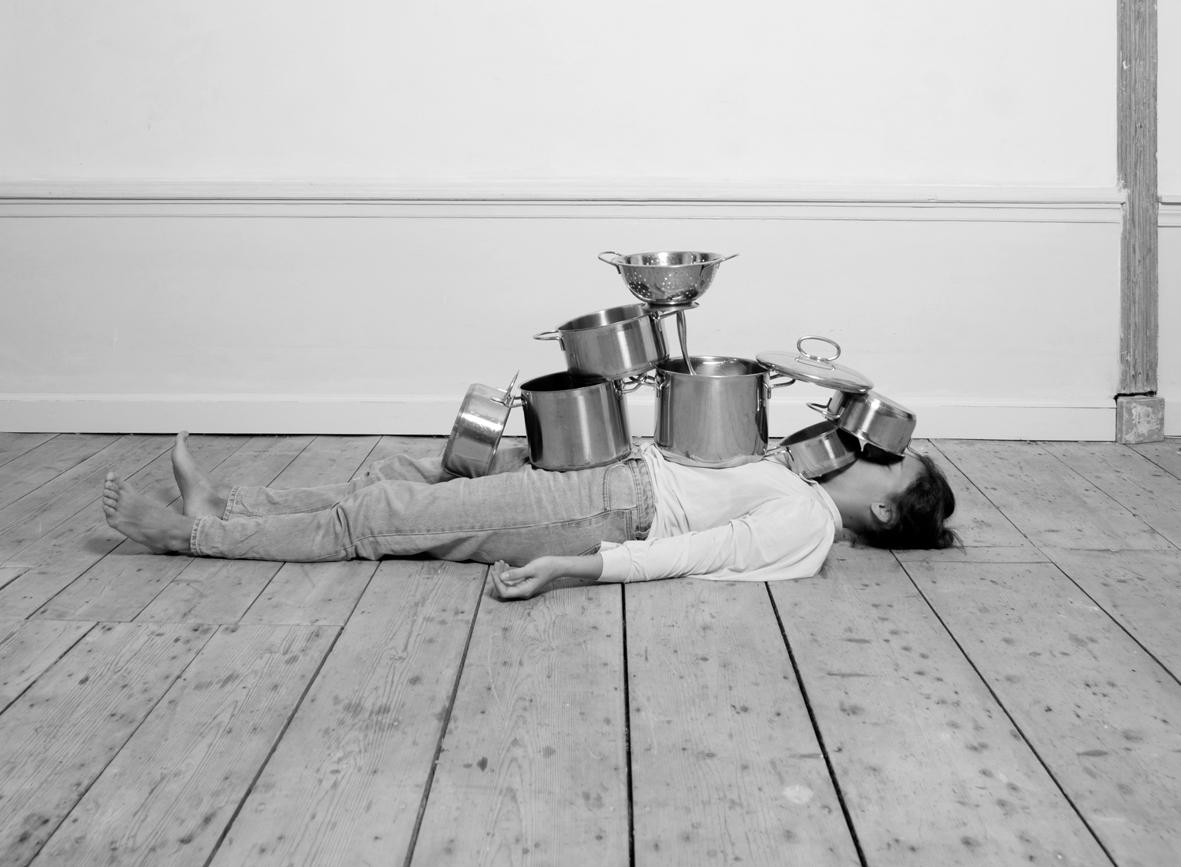 Házimunka-jóga: ironikus válasz a családon belüli egyenlőtlenségekre