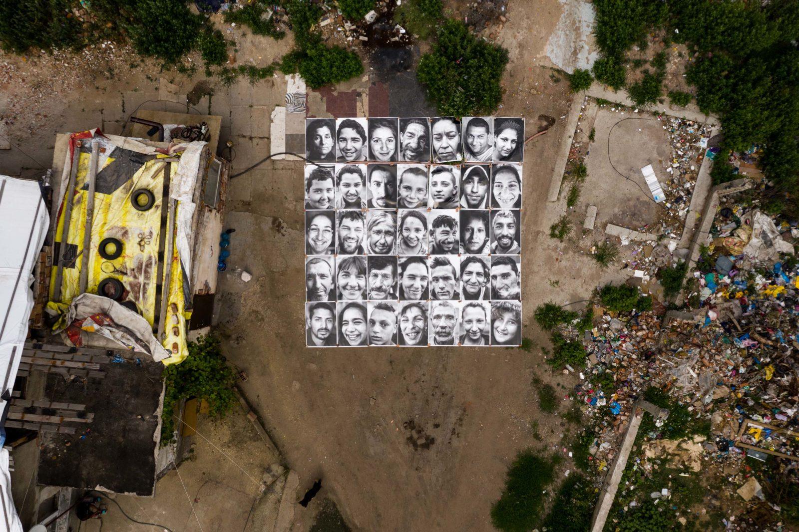 Óriás portrékkal követelték vissza otthonaikat bulgáriai romák