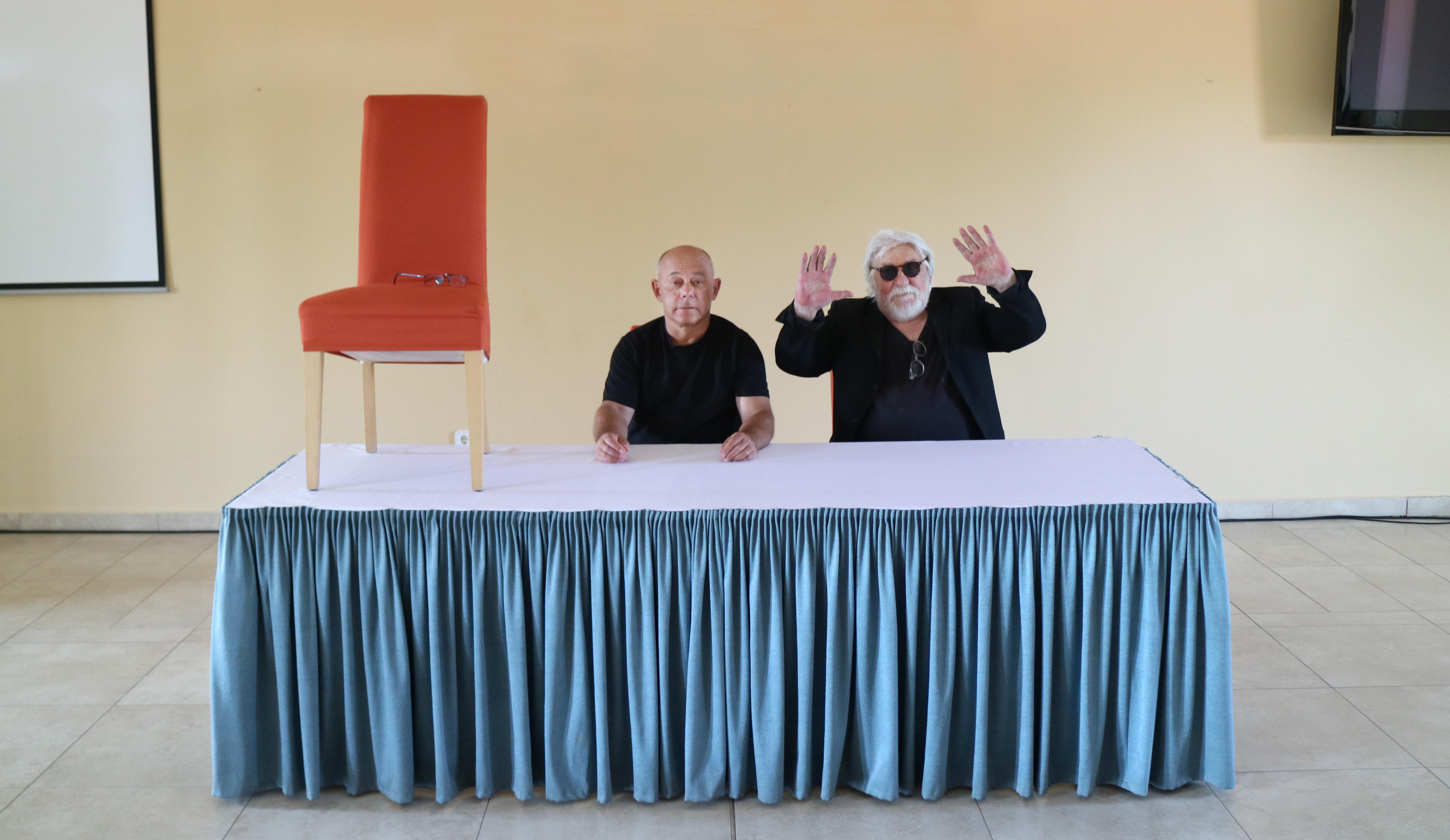 Szirtes János és feLugossy László a Vajda Lajos Stúdió nyári alkotótáborában Sárospatakon, 2019. Fotó: Erdei Krisztina