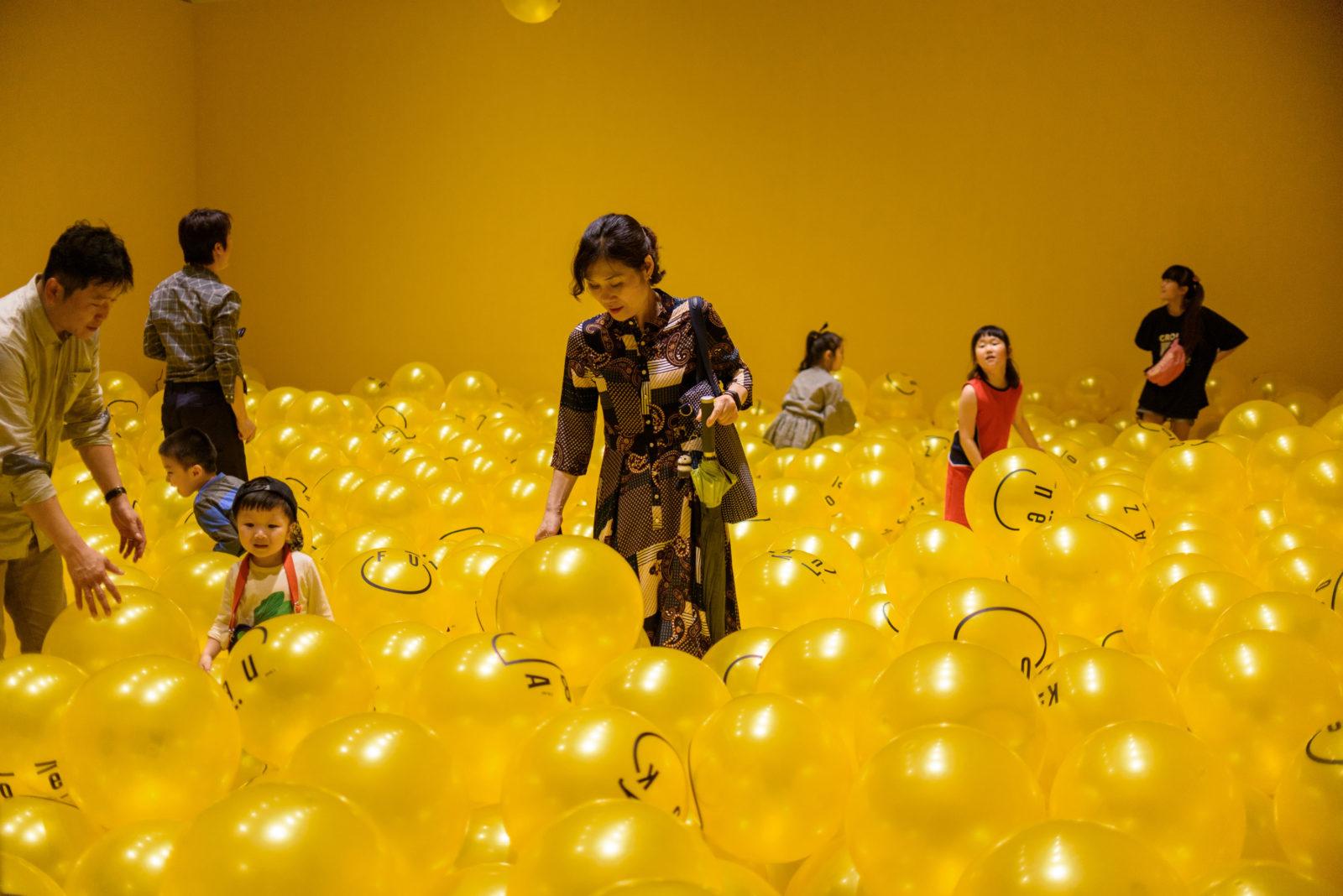 Magyar tervező pakolta tele sárga fejekkel a Gwangju Design Biennalét