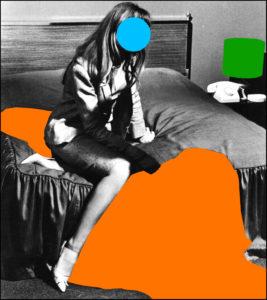 John Baldessari: Valaki az ágyban (kék), nagy árnyékkal (narancs) és lámpával (zöld), 2004, az Estate of John Baldessari és a Marian Goodman Gallery jóvoltából