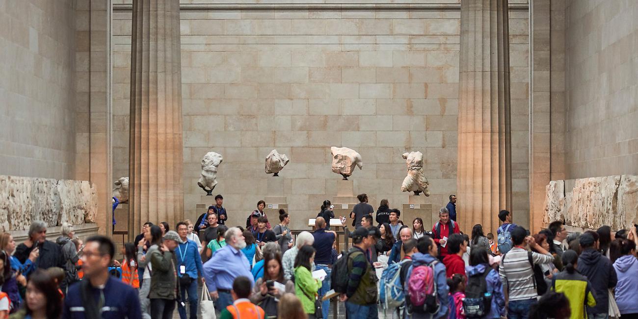 A Parthenon márványainak hosszú árnyéka