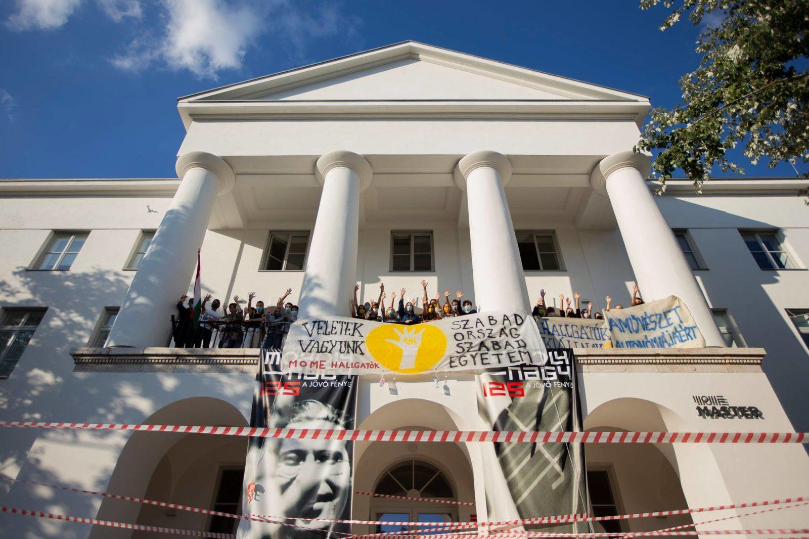 A MOME munkatársai és hallgatói is kiállnak az SZFE diákjai és oktatói mellett