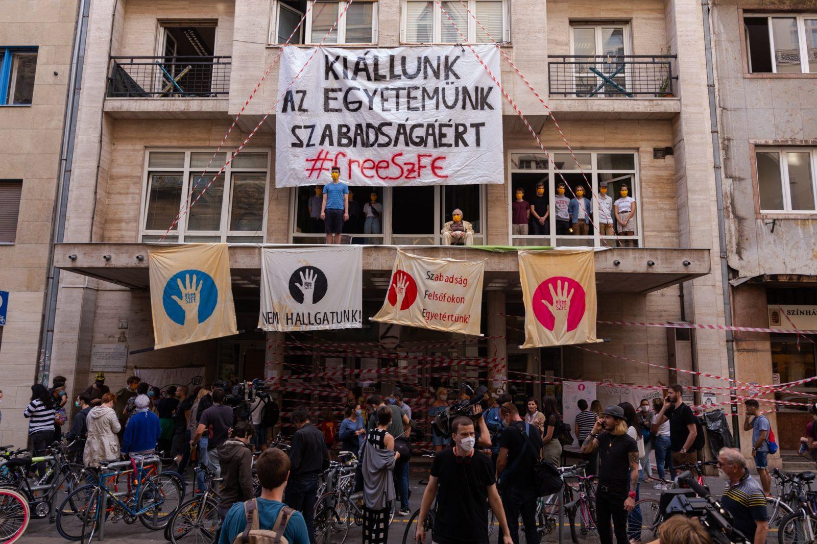 Állam nélküli demokrácia az elfoglalt egyetemen