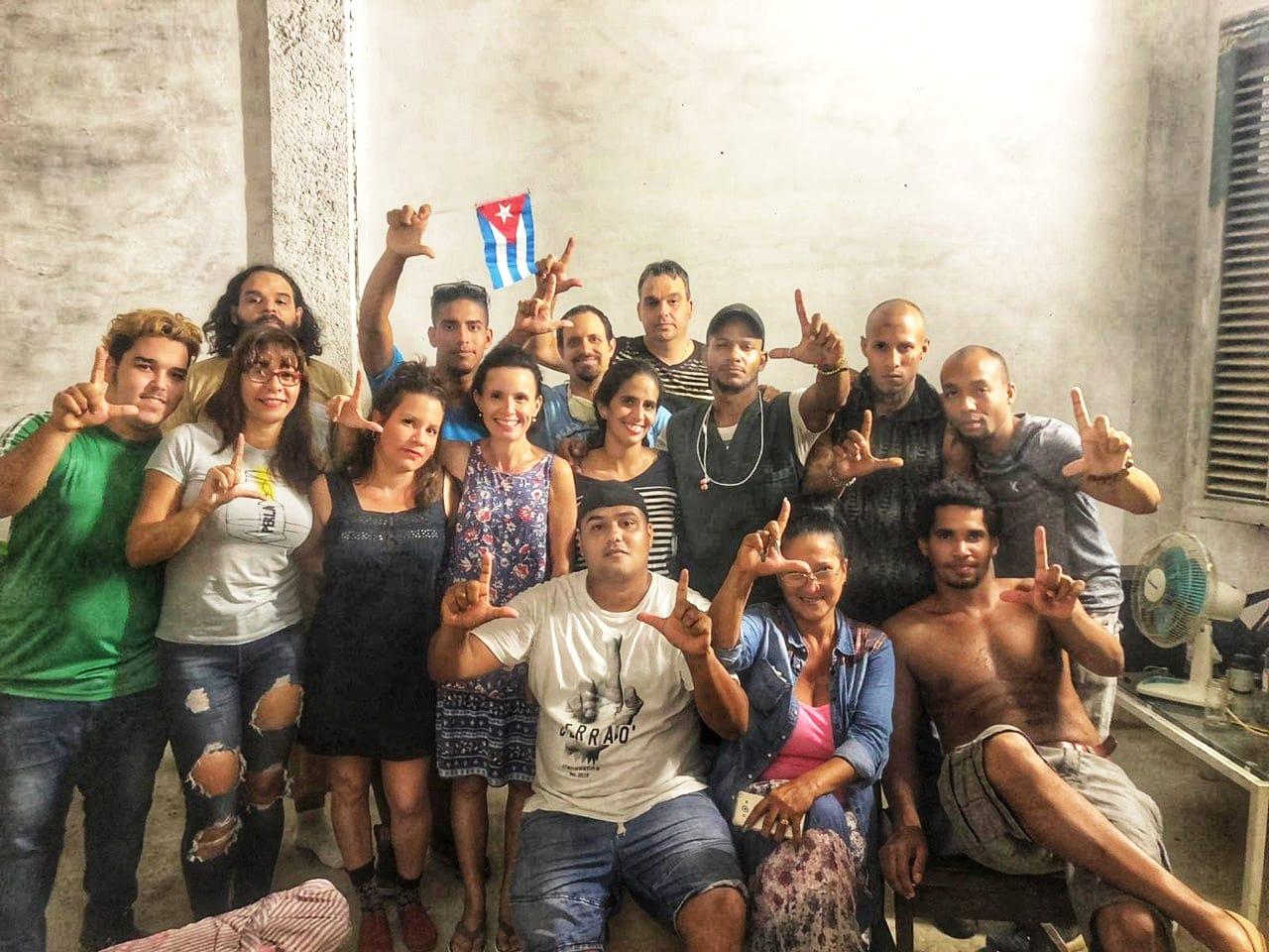 Rajtaütés Havannában: a kubai rendőrség brutálisan vetett véget a tiltakozó művészek akciójának